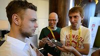 Útočník hokejové reprezentace Vladimír Sobotka hovoří s novináři.