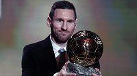 Lionel Messi s trofejí.
