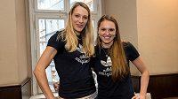 Plážová volejbalistka Kristýna Kolocová (vpravo) a její nová spoluhráčka Michala Kvapilová.
