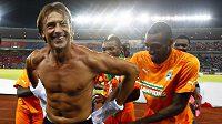 Francouzský trenér vítězů Herve Renard oslňoval svým vypracovaným osmahlým tělem...