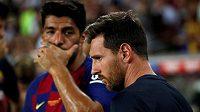Barcelonský Lionel Messi (vpravo) vedle Luise Suareze.