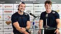 Martin (vlevo) a Petr Fuksovi při předsezónní tiskové konferenci.