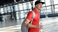 Tyčkař Michal Balner na letišti Václava Havla před odletem na atletické mistrovství světa do čínského Pekingu.