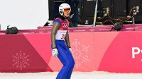 Český sdruženář Tomáš Portyk během skokanské části olympijského závodu na středním můstku.