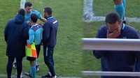 Trenér Bragy Artur Jorge oznámil smutnou zprávu rozhodčímu, který následně zápas ukončil.