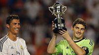 Brankář Realu Madrid Iker Casillas (vpravo)