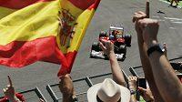 Fernando Alonso v cíli Velké ceny Evropy formule 1 ve Valencii