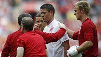 Angličan Gary Cahill (v bílém) zápas s Belgií kvůli zranění nedohrál. Pro EURO by však měl být, stejně jako jeho kolega ze stoperské dvojice John Terry, fit.