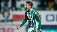Obránce Bohemians Daniel Krch oslavuje vítězný gól na 2:1 proti Jablonci.