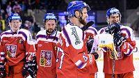 Kapitán českého týmu Michal Jordán s trofejí za vítězství v turnaji Carlson Hockey Games.
