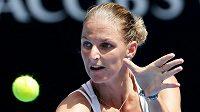 Karolína Plíškova v utkání s Ruskou Jekatěrinou Makarovovou. Australina Open pro čečskou hráčku skončilo.
