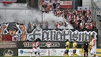 Fanoušci Slavie během duelu ve Zlíně.