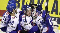 Slovenská hokejová radost po vítězství nad USA v utkání mistrovství světa.