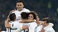 Radost fotbalistů Paris Saint-Germain z vítězného gólu v Basileji.
