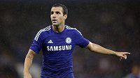 Cesc Fábregas se vrátil do nejvyšší anglické soutěže. Namísto Arsenalu ale bude oblékat dres Chelsea.