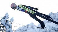 Německý skokan Karl Geiger v akci při MS v letech na lyžích v Planici.