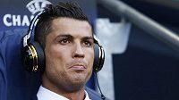 Cristiano Ronaldo z Realu jen v roli diváka před zahájením semifinálového duelu na Etihad Stadium.
