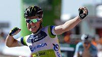 Australský cyklista Simon Clarke se raduje z vítězství čtvrté etapy Vuelty.
