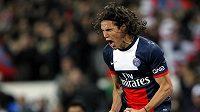 Edison Cavani z PSG se raduje ze své branky proti Lyonu.