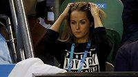 Kim Searsovou většina Britů za vulgární komentáře vůči Tomáši Berdychovi kritizovala, snoubenka Andyho Murrayho se proto vybavila na finále trikem s nápisem upozorňujícím na nevhodný obsah.