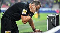 Sparťanský fotbalista Nicolae Stanciu viděl v Plzni červenou kartu na základě konzultace u videa.