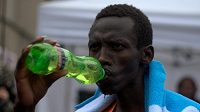 Vhodné pití a jídlo je základem dobrého výkonu.