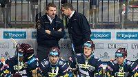 Patrik Martinec byl sportovním manažerem hokejové Sparty (vlevo), teď slaví úspěch v Asii