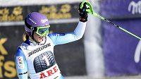 Šárka Strachová se raduje po dojezdu druhého kola slalomu v Aare.