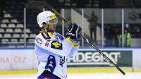 Zklamaný kapitán Komety Radim Bičánek děkuje po utkání v Kladně brněnským fanouškům za podporu.