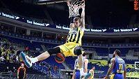 Basketbalista Jan Veselý z Fenerbahce Istanbul v utkání Evropské ligy.