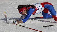 Vyčerpaná česká běžkyně na lyžích Eva Vrabcová-Nývltová v cíli závěrečné třicítky na OH v Soči.