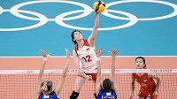 Úřadujícím olympijským šampionkám Číňankám hrozí nepostup ze základní skupiny.