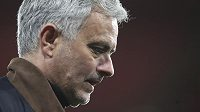 Trenér José Mourinho už nevede fotbalisty Tottenhamu.