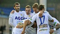 Fotbalisté Teplic se radují z gólu, který vstřelili ve Zlíně.