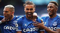 Evertonský útočník Dominic Calvert-Lewin slaví se spoluhráči svoji trefu v ligovém utkání proti Tottenhamu.