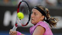 Česká tenistka Petra Kvitová v utkání prvního kola Australian Open s Luksikou Kumkhumovou z Thajska.