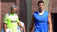 Trenér José Mourinho (vlevo) a Cristiano Ronaldo ještě v dobách společného působení v Realu Madrid.