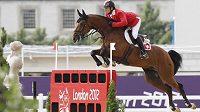 Švýcar Steve Guerdat s koněm Nino des Buissonnets v olympijském parkuru, kde vybojoval zlato.