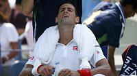 Grimasa ve tváři Novaka Djokoviče naznačuje, že v utkání s Keiem Nišikorim neměl svůj den.