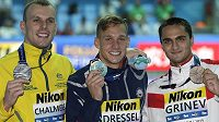 Američan Caeleb Dressel (uprostřed) získal třetí zlato na plaveckém mistrovství světa v korejském Kwangdžu