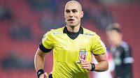 Rozhodčí Ondřej Ginzel během utkání 4. kola MOL Cupu mezi Slavií Praha a MFK Chrudim.