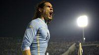Uruguayský útočník Edinson Cavani slaví svůj gól v přípravném utkání před MS v Montevideu proti Slovinsku.