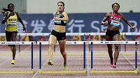 Zuzana Hejnová (uprostřed) vyhrála v Šanghaji závod na 400 metrů překážek. Vlevo Muizat Ajoke Odumosuová z Nigérie, vpravo Američanka Lashinda Demusová.