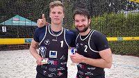 Jan Hadrava a Donovan Džavoronok ovládli první turnaj Českého poháru beachvolejbalu na Strahově.