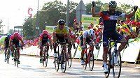 Italský cyklista Matteo Pelucchi se raduje v cíli 2. etapy závodu Kolem Polska.