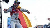 Stáj Audi, startující v šampionátu elektrických formulí, suspendovala pilota Daniela Abta kvůli podvodu při víkendovém virtuálním závodu.