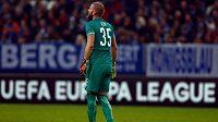 Brankář Sparty David Bičík po druhém inkasovaném gólu na půdě Schalke 04.