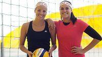 Plážové volejbalistky Markéta Sluková (vlevo) a Barbora Hermannová po návratu z turnajů v Brazílii.