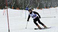Oštěpařka Barbora Špotáková si v Harrachově vyzkoušela i sjezdovky jako host novinářského mistrovství republiky v obřím slalomu.