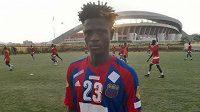 Fotbalista Alfred Kargbo nepřežil nehodu autobusu.